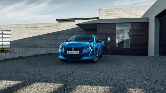 /image/27/1/all-new-peugeot-208-accelerated-charge-at-home-with-a-wallbox.636271.jpg